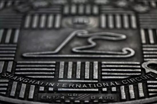 F1将迎赛史重要里程碑!上海国际赛道红银争雄!